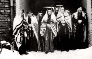 jews-prayer-shawls-zawiercie