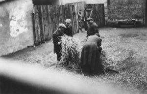 Jews-straw-zawiercie-ghettoisation