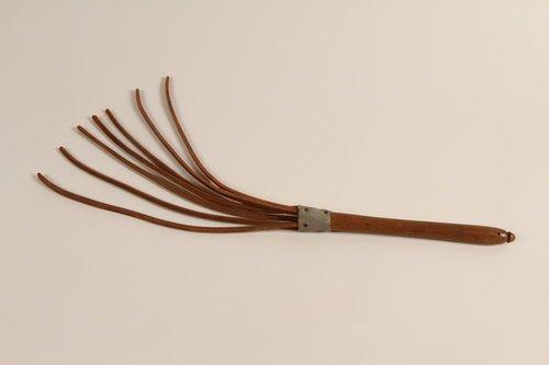 whip-dachau-ss-guard